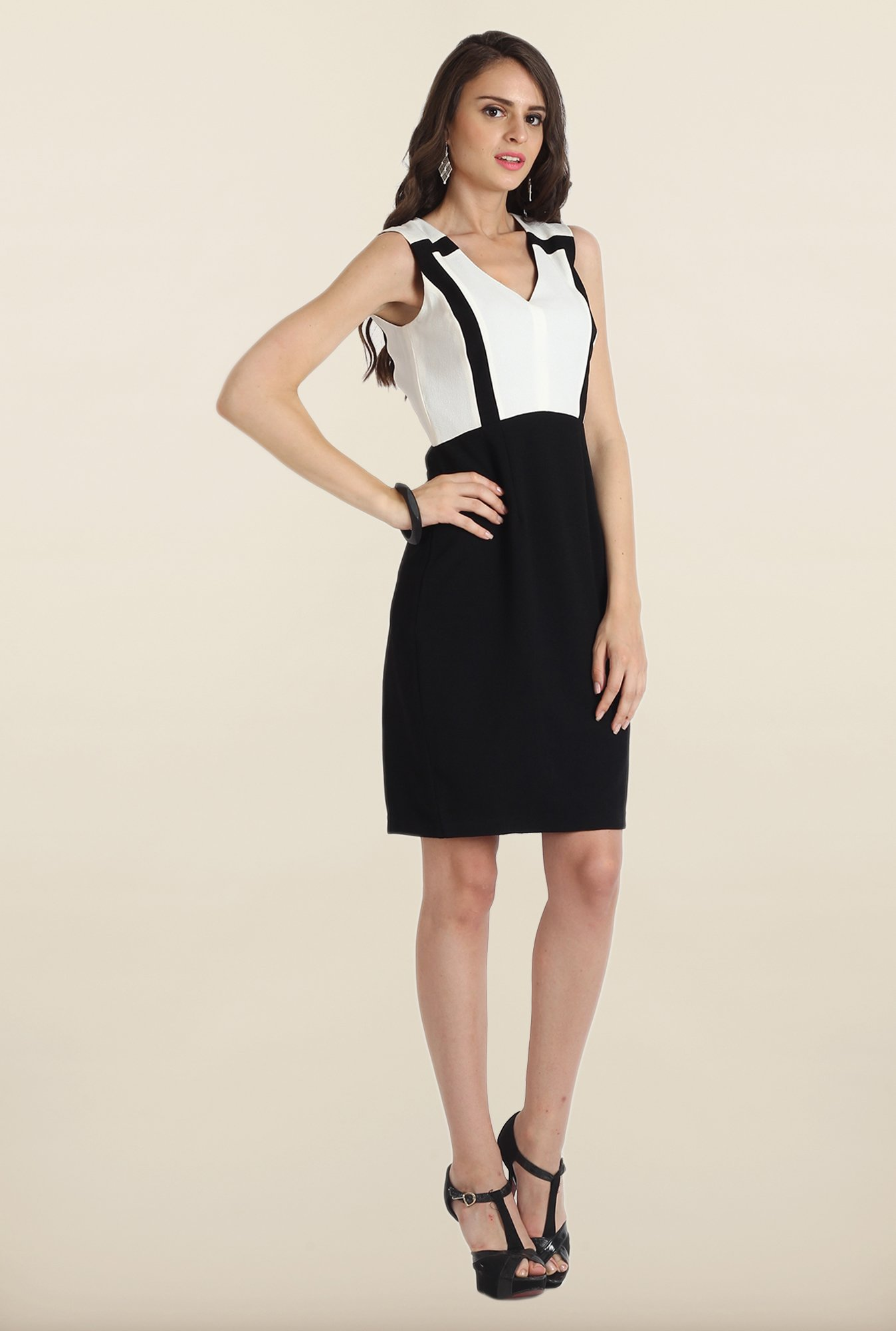 Avirate White & Black Solid Shift Dress