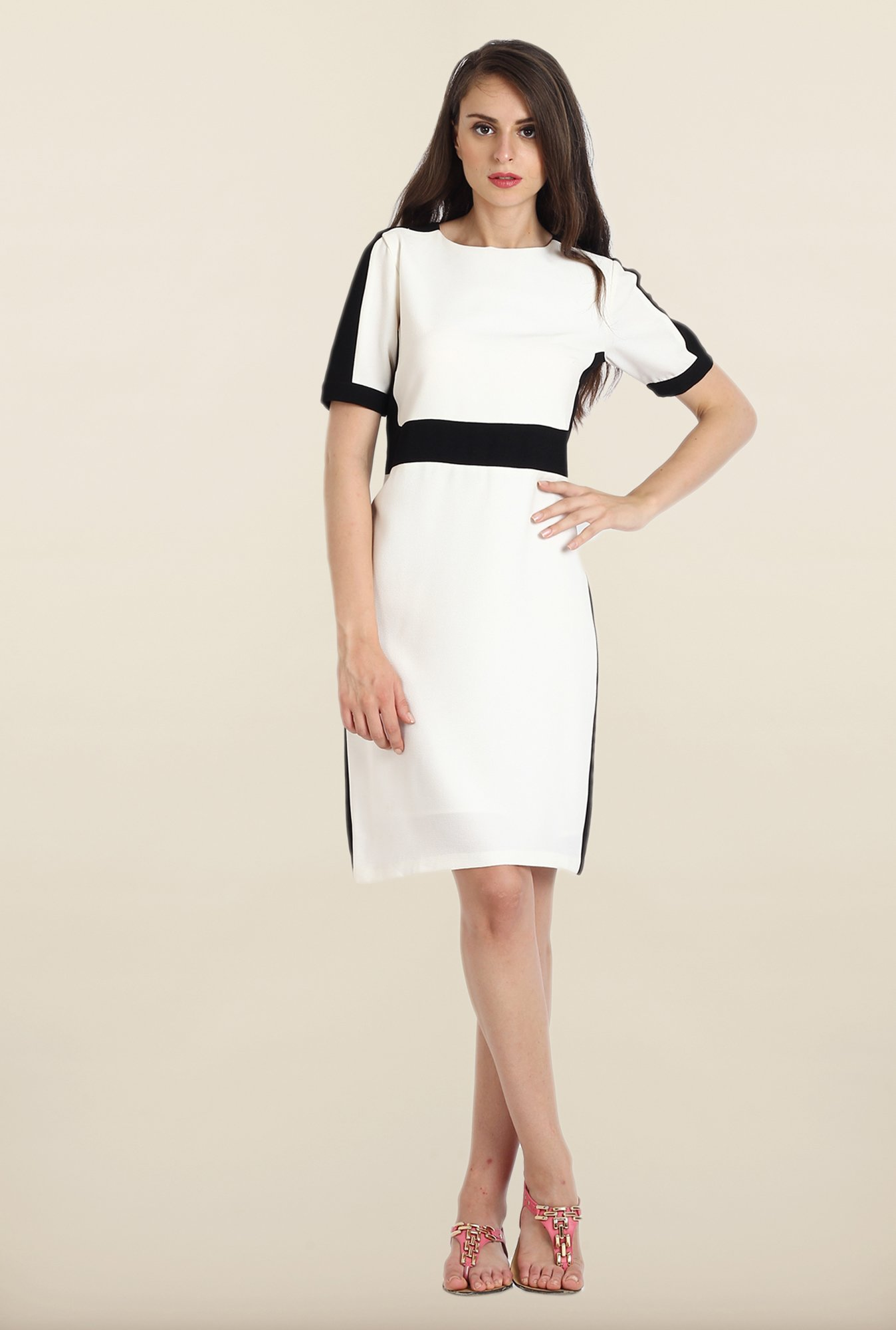 Avirate White Solid Half Sleeve Shift Dress