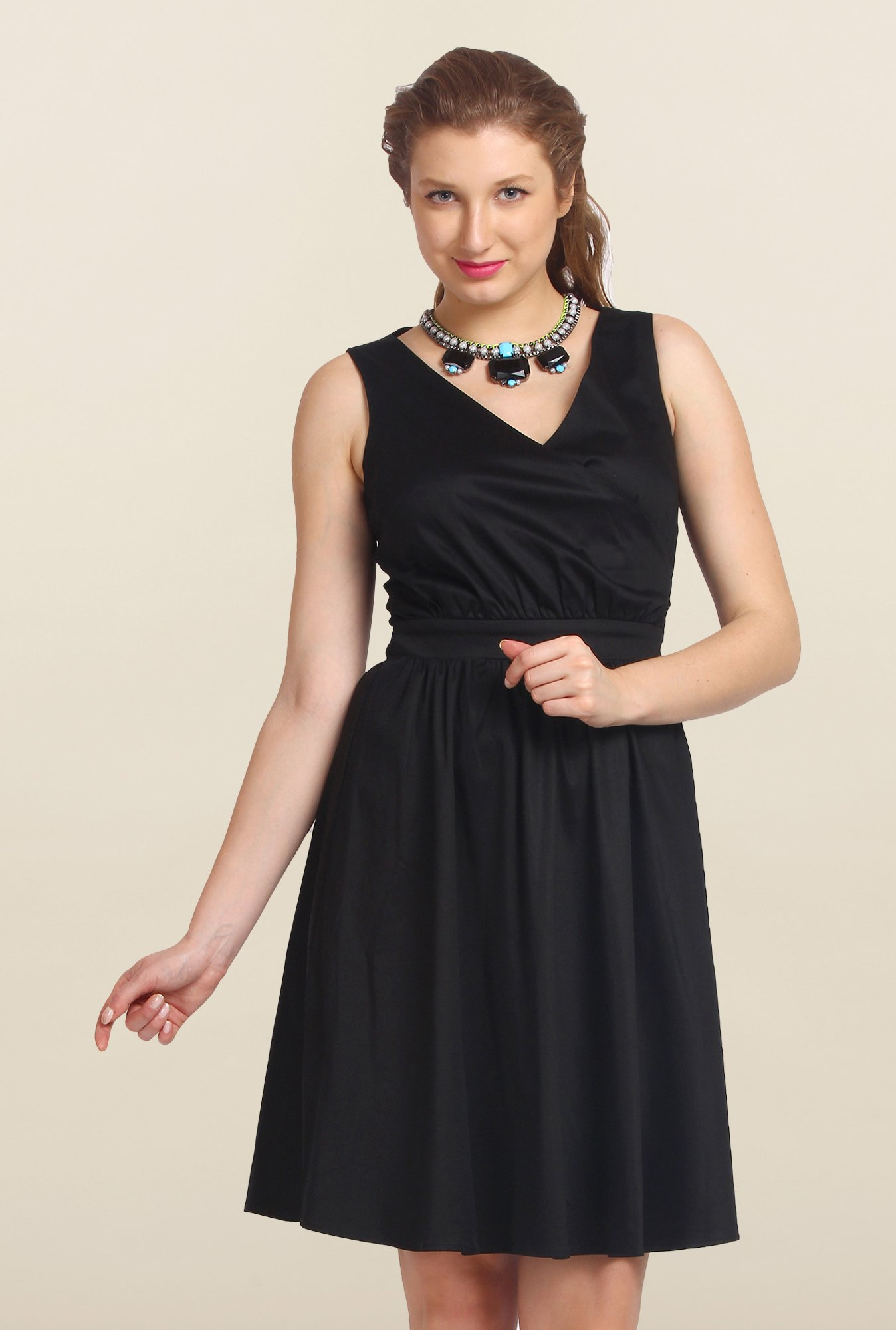 Avirate Black Solid Casual A-Line Dress