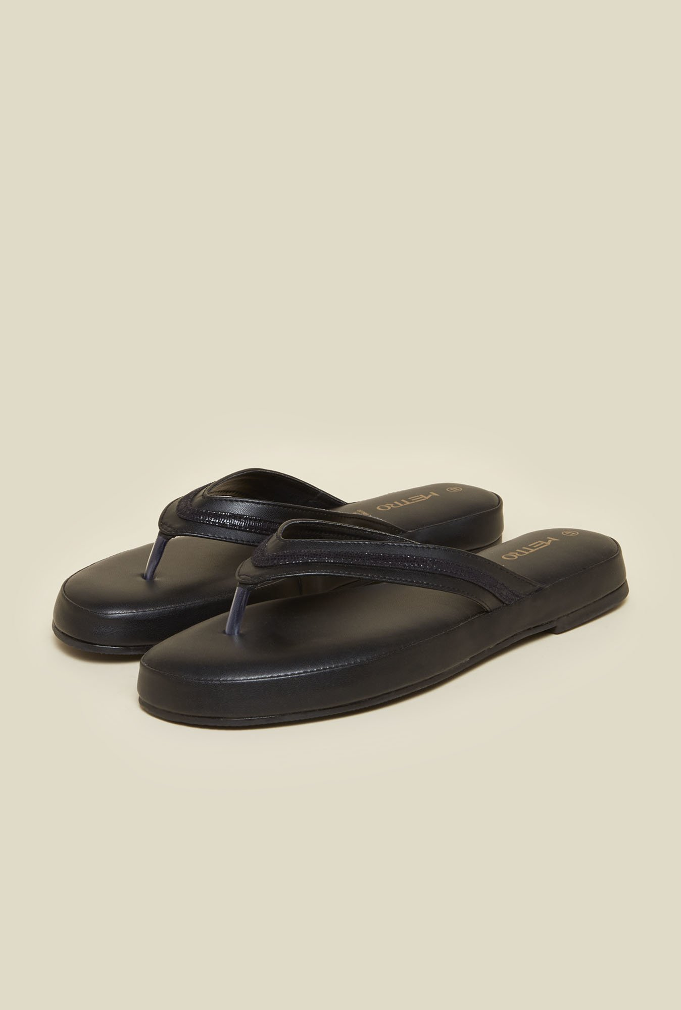 Metro Black Cushioned Thongs