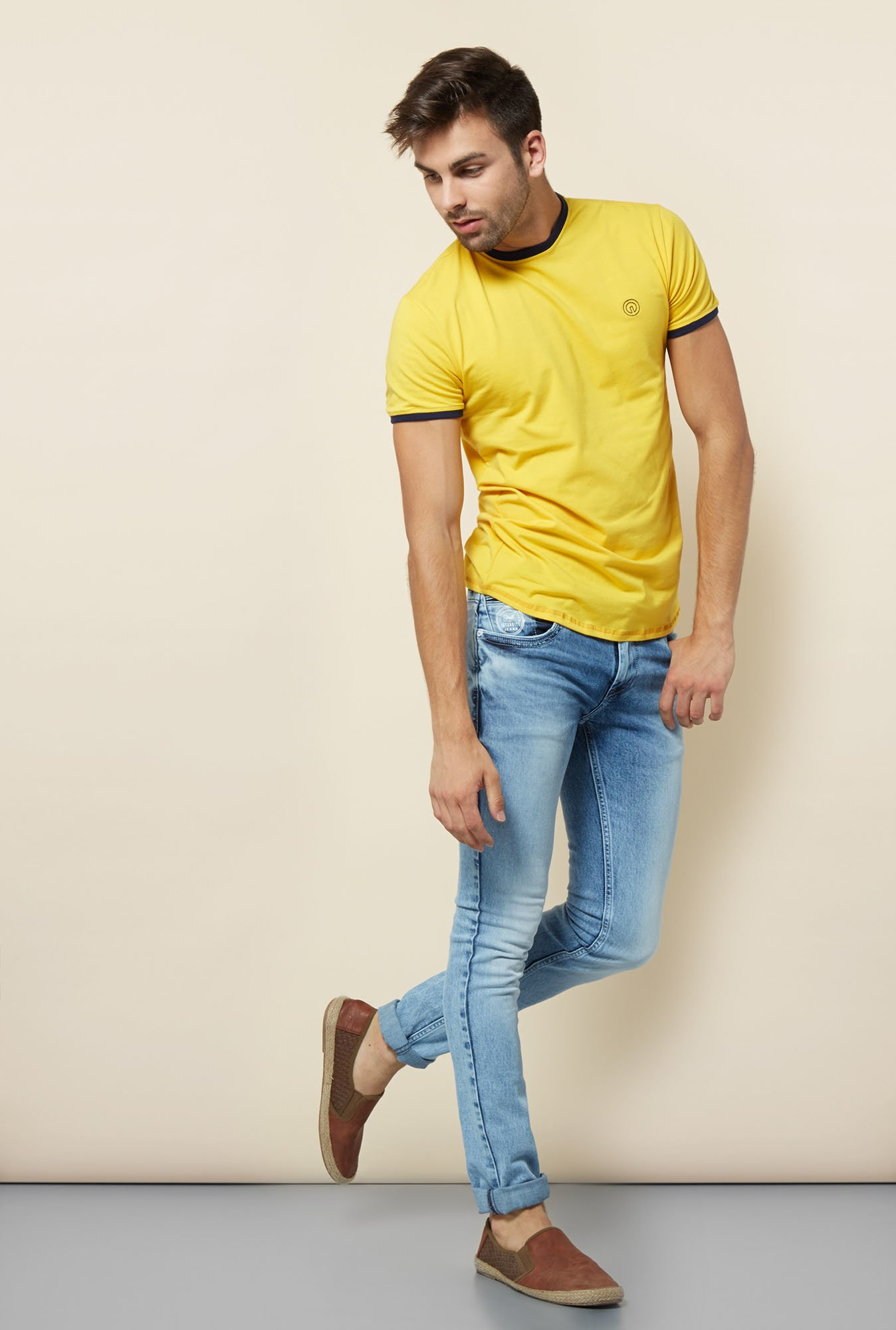 Integriti Yellow Solid Slim Fit T Shirt