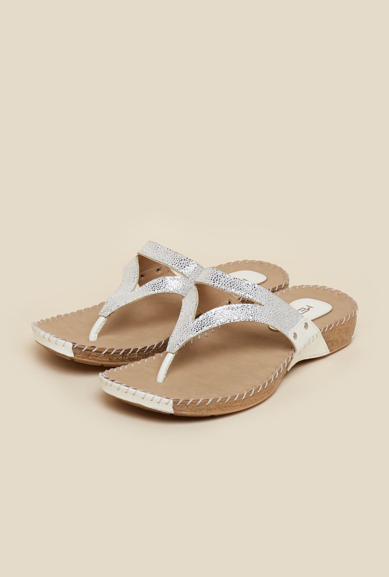 Metro White Casual Thongs