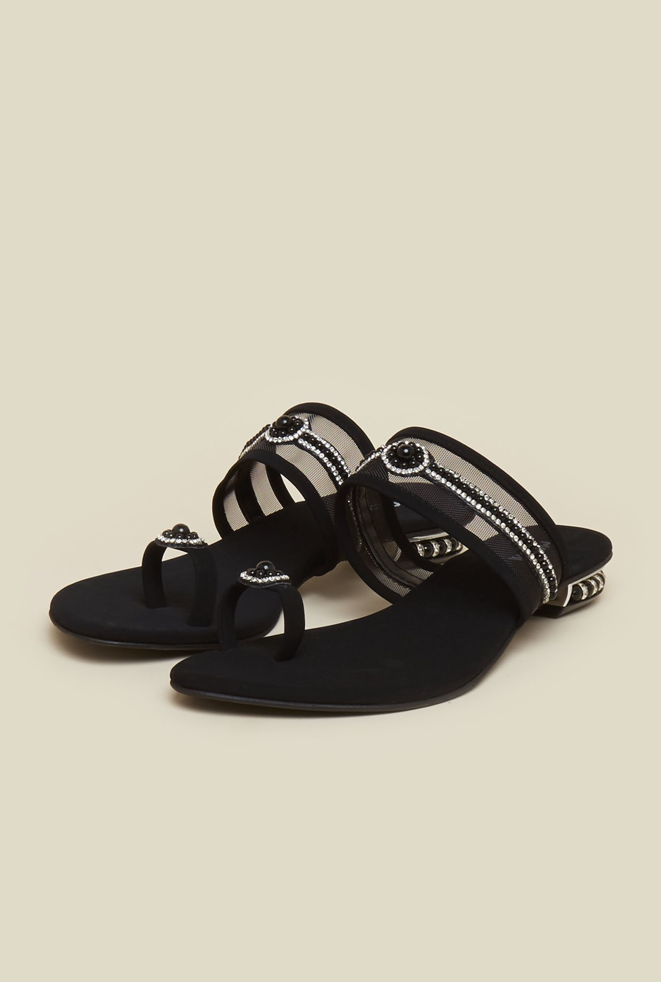 Mochi Black Toe Ring Flat Sandals