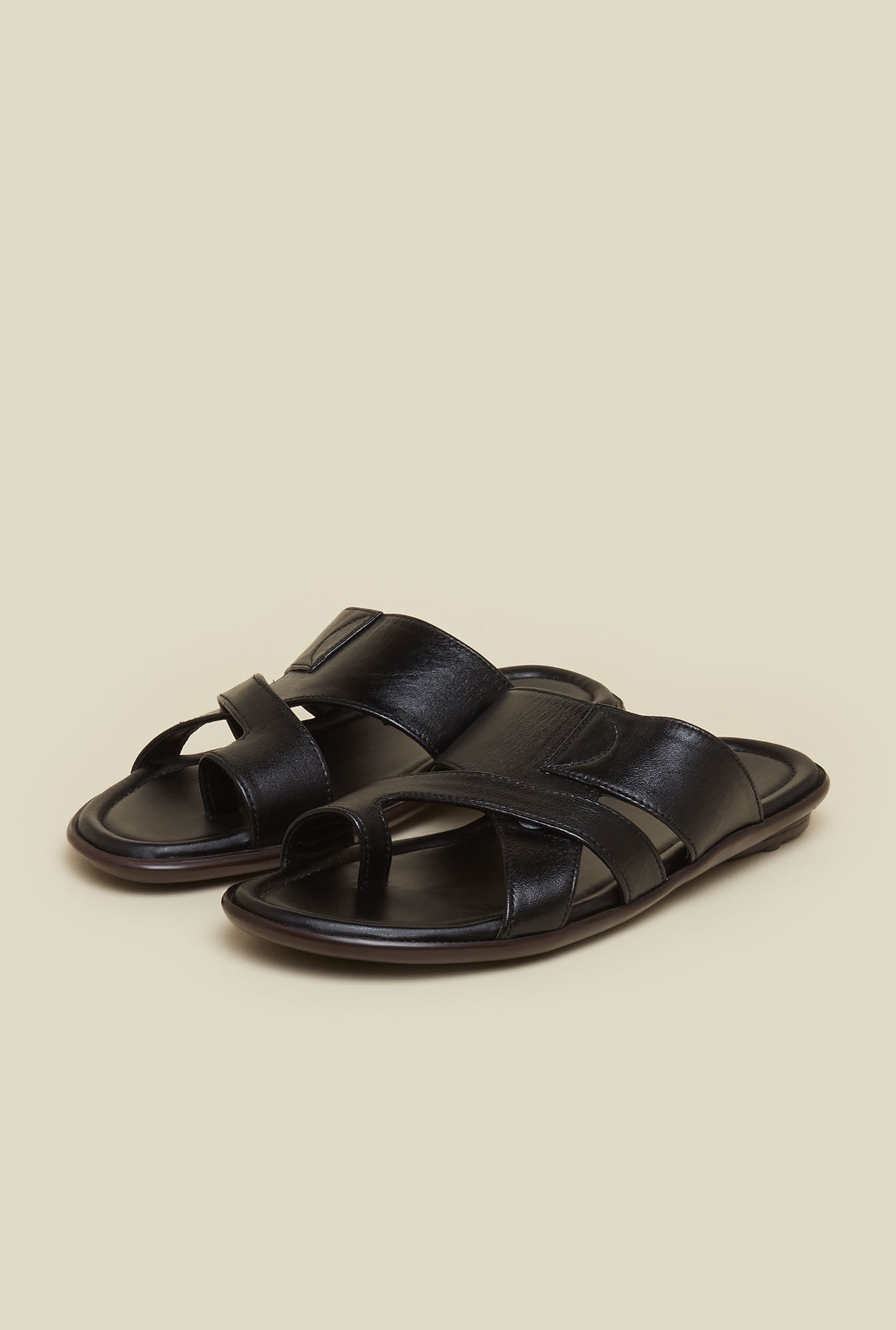 Mochi Black Leather Toe Ring Sandals