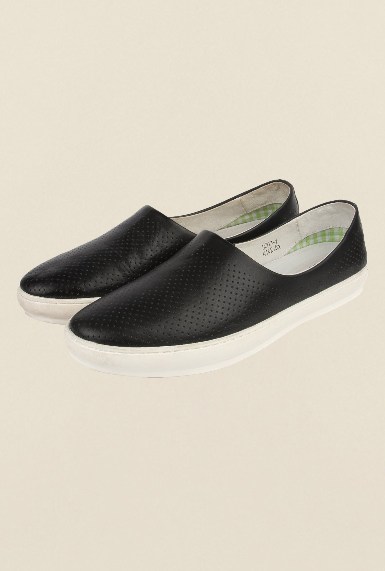 Cobblerz Black Leather Casual Shoes