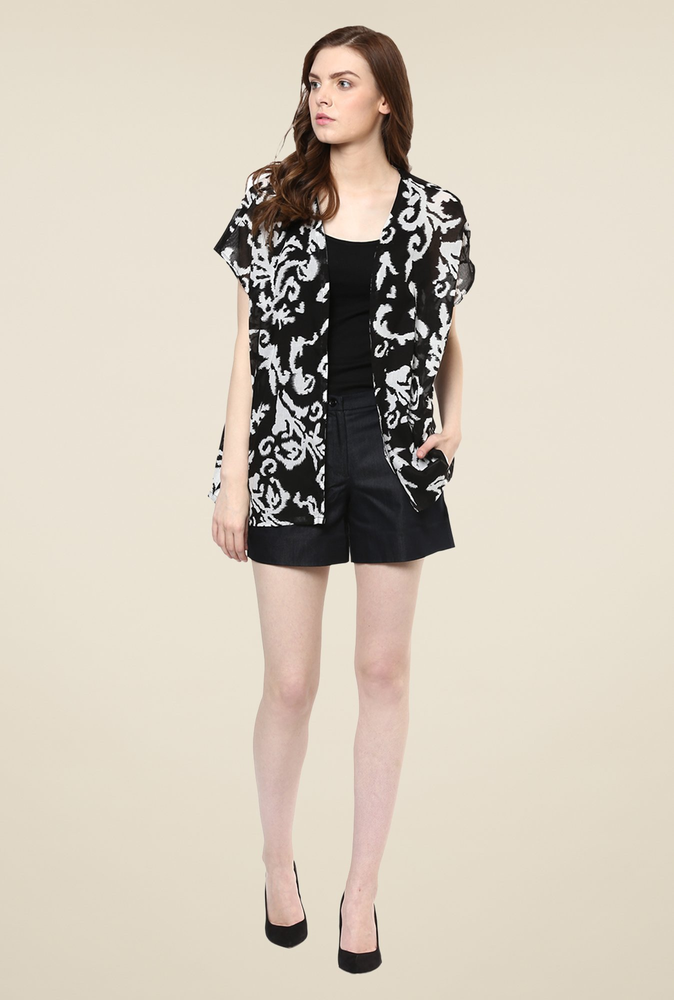 Avirate Black & White Printed Shrug