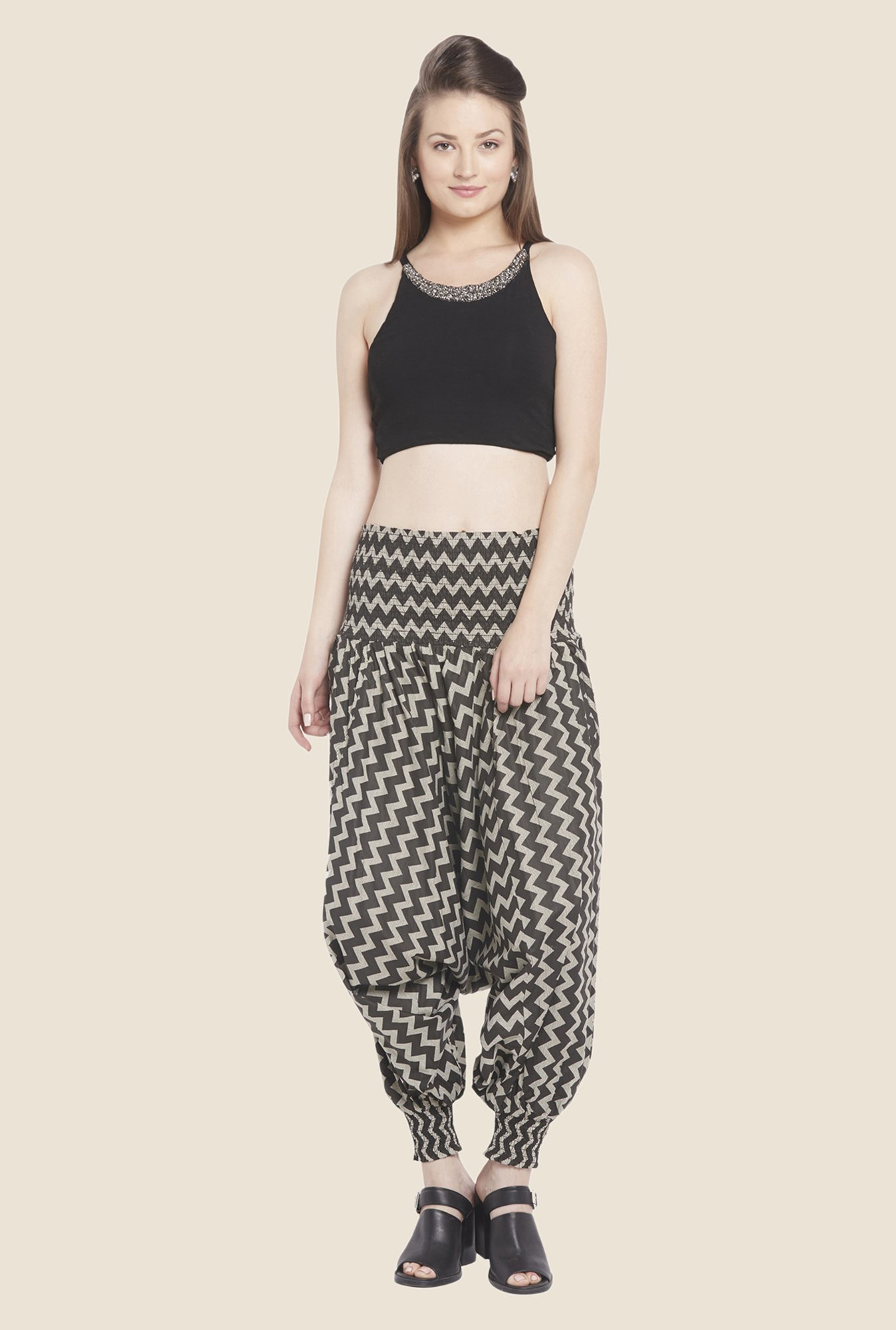 Globus Black Solid Crop Top