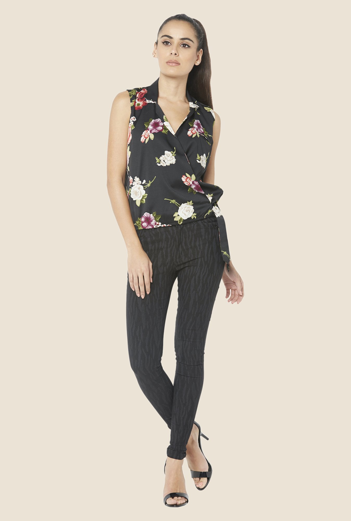 Globus Black Floral Print Sleeveless Top