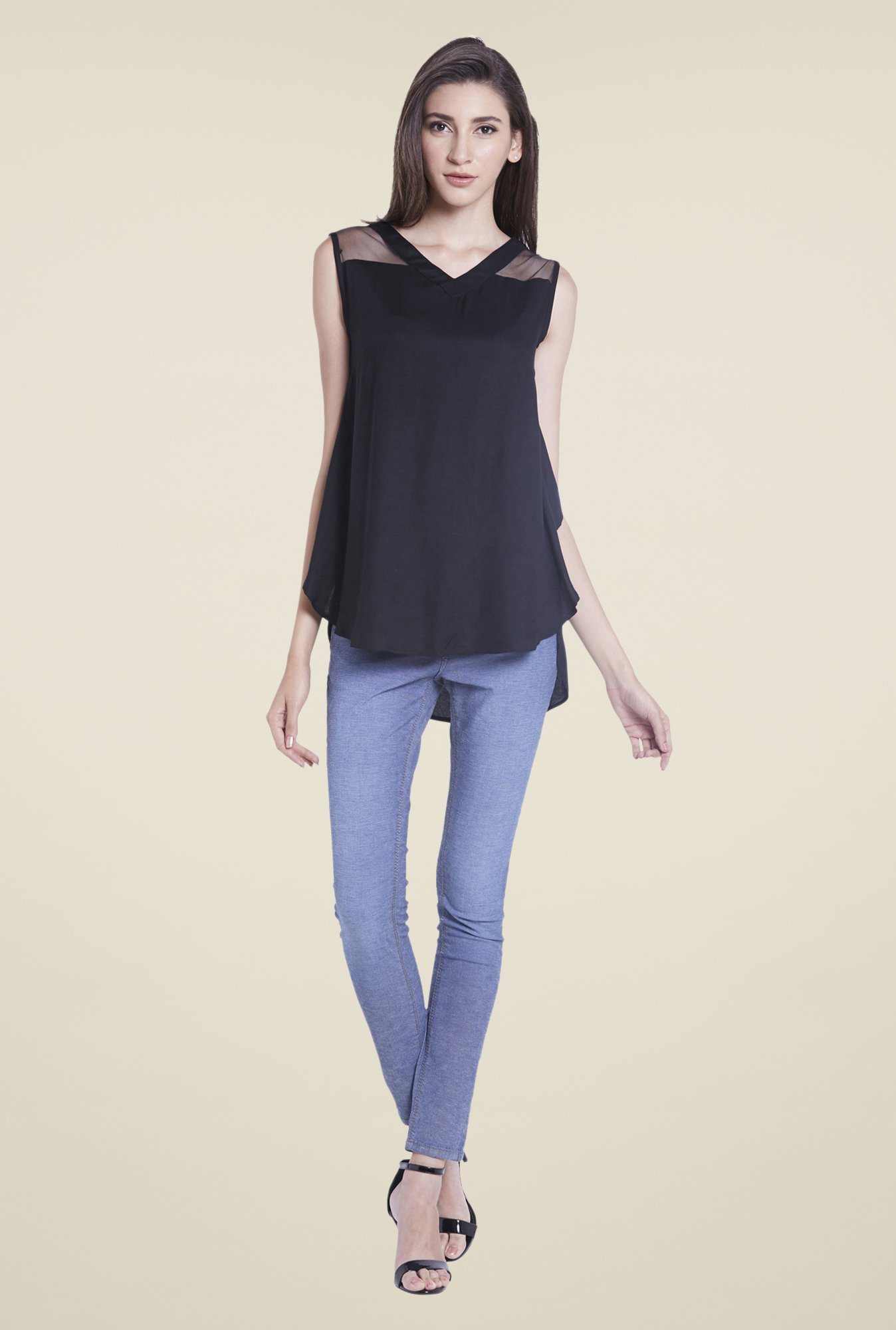 Globus Black Solid Sleeveless Top