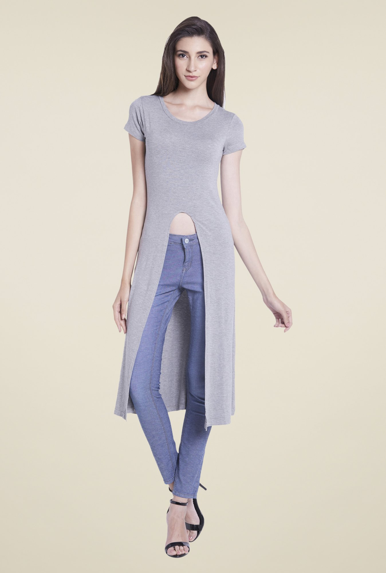 Globus Grey Solid Round Neck Top