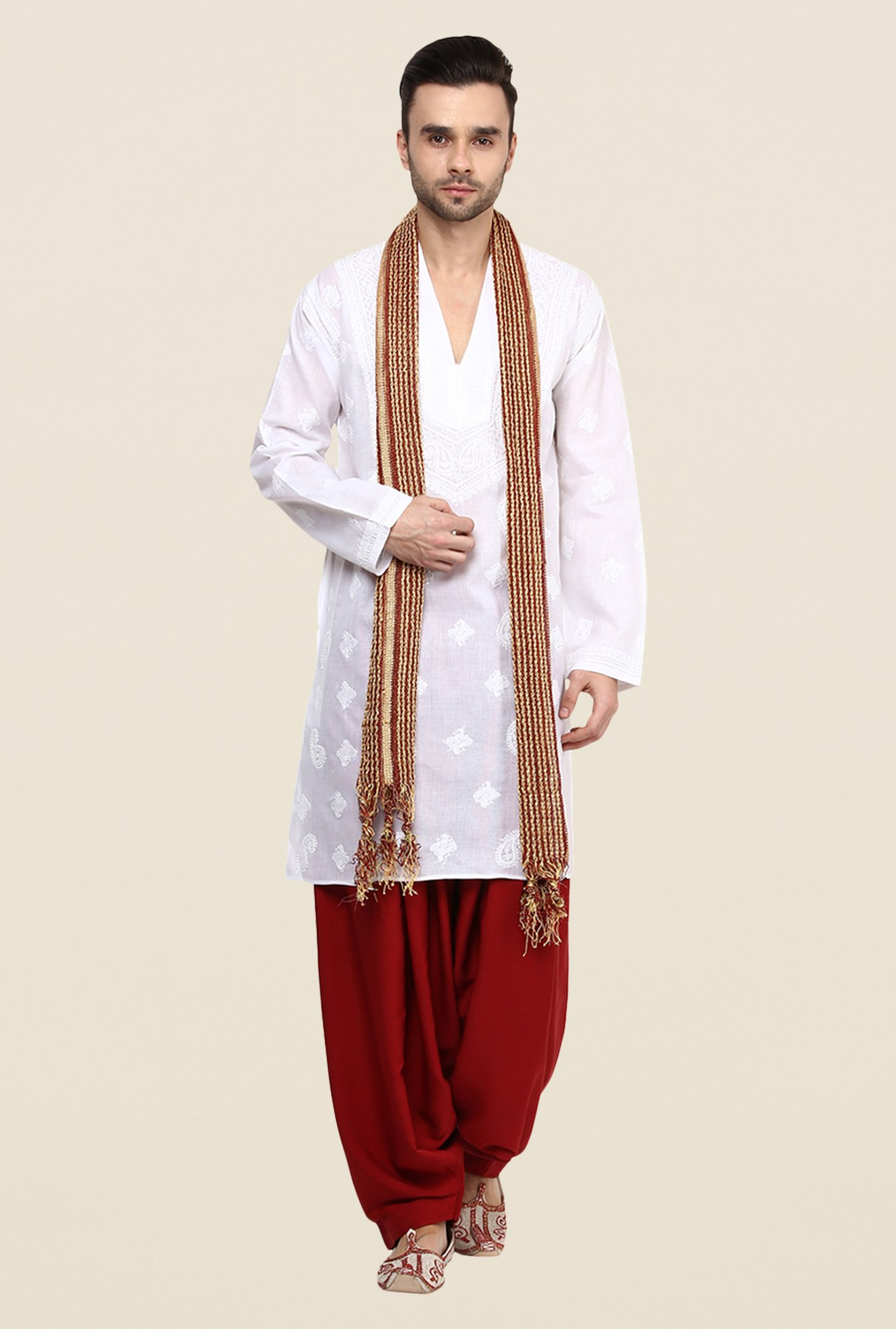 Yepme Arne White Embroidered Kurta
