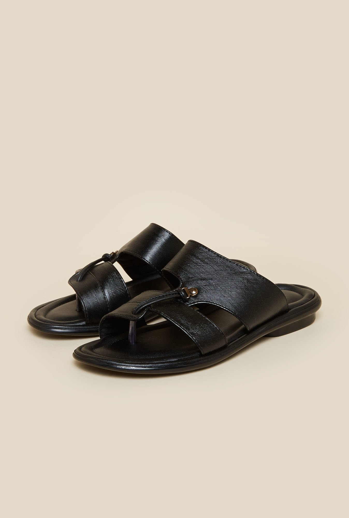 Metro Black Toe Ring Sandals