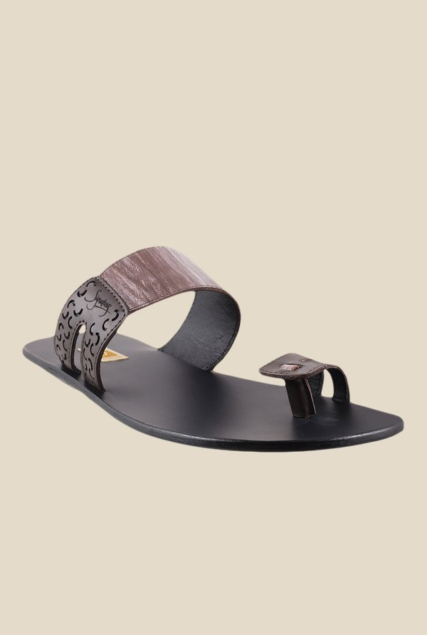 Signature by Metro Brown Toe Ring Sandals