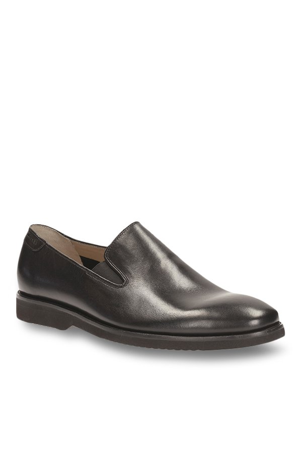 Flat 60% on select styles on Clarks