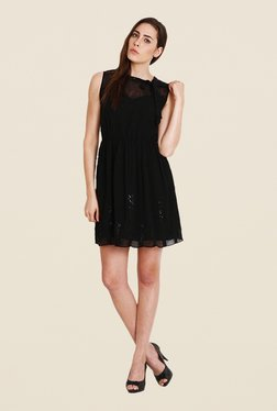 Soie Black Solid Sleeveless Dress