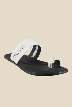 Signature by Metro White Toe Ring Sandals