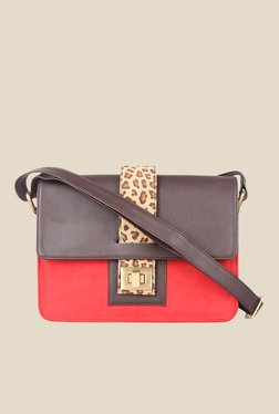 Zaera Red Printed Sling Bag - Mp000000000625220