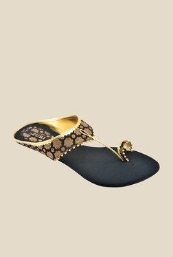 Ozuri Black & Golden Toe Ring Sandals