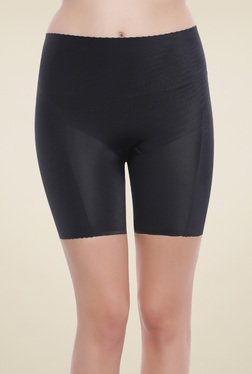 Zivame Black Solid Mid Rise Shorts