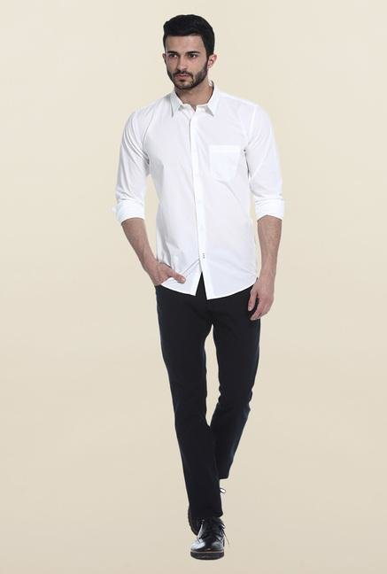 Basics White Solid Slim Fit Casual Shirt
