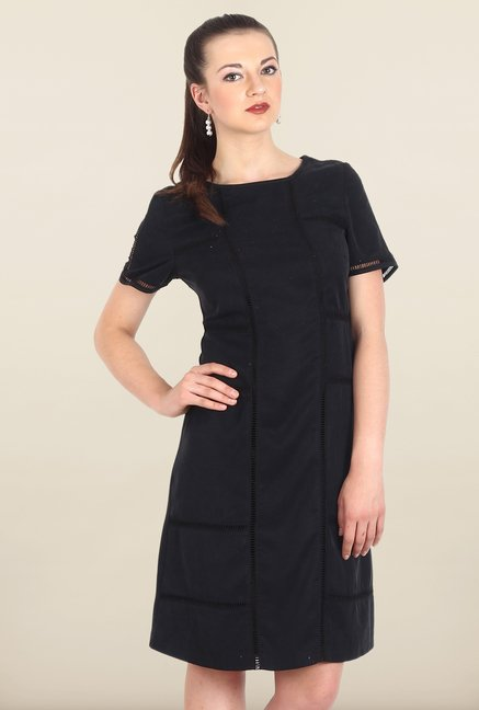 Avirate Black Solid Boat Neck Shift Dress