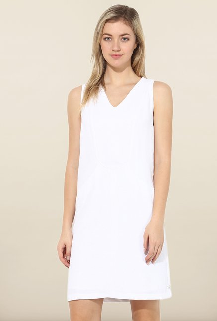 Avirate White Solid V Neck Casual Dress