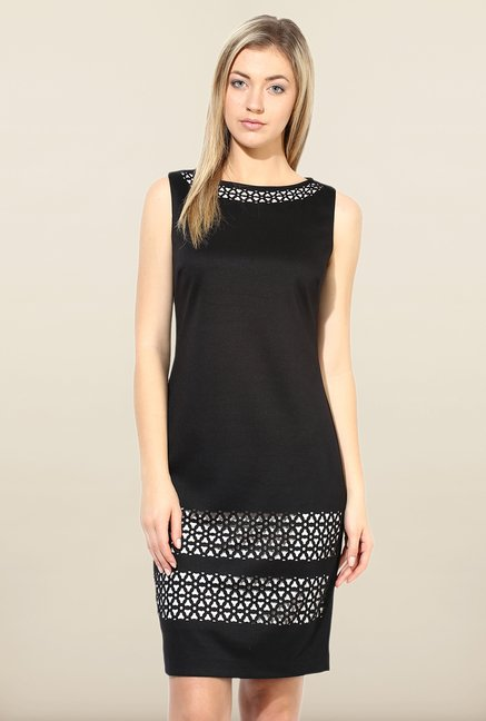 Avirate Black Solid Boat Neck Casual Dress