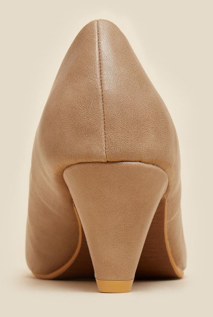 Metro Beige Kitten Pumps