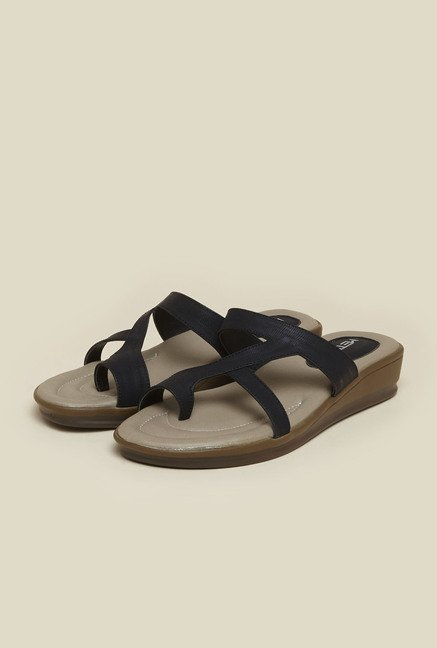 Metro Black Toe Ring Flat Sandals
