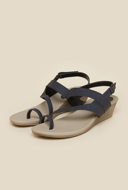 Metro Black Toe Ring  Wedge Sandals
