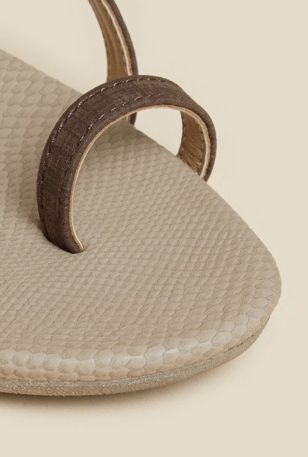 Metro Brown Toe Ring  Wedge Sandals