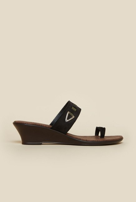 Metro Black Toe Ring Wedge Heel Sandals