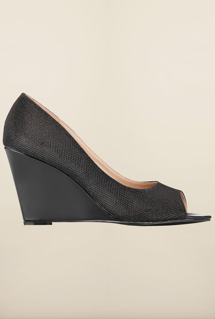 Tresmode Charmedge Black Wedges