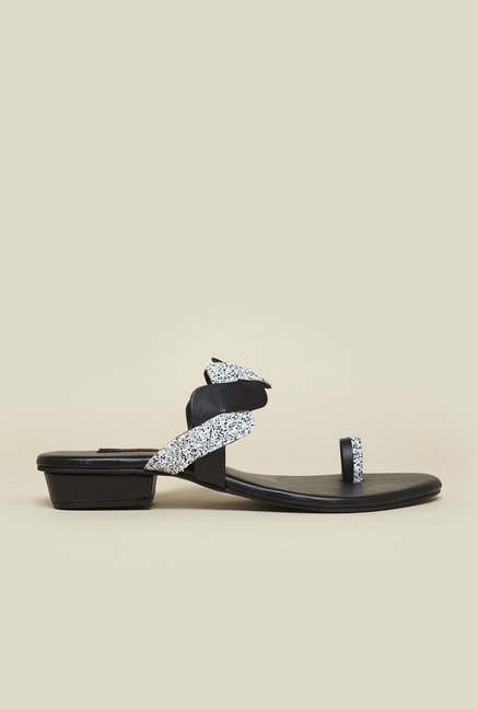 Metro Black Flat Toe Ring Sandals