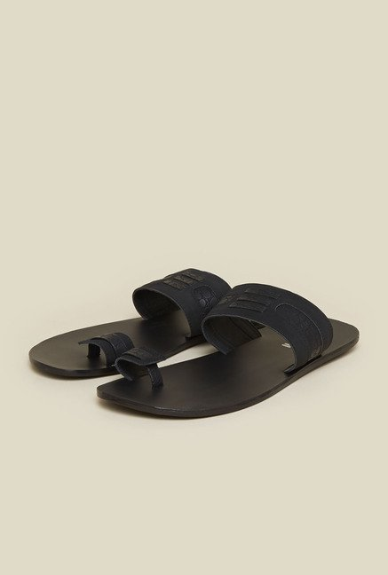Mochi Black Toe Ring Sandals