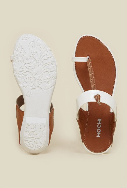 Mochi White Toe Ring Flat Sandals