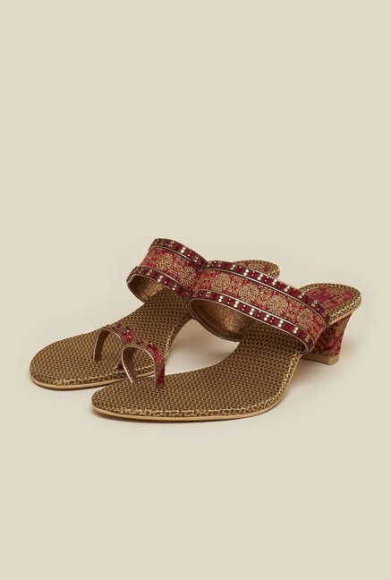 Mochi Maroon Toe Ring Sandals