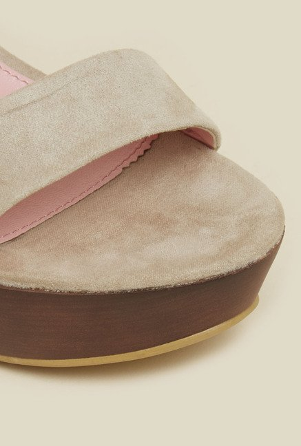 Mochi Beige Back Strap Wedges