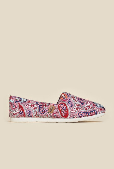 Mochi Multicolor Casual Loafers