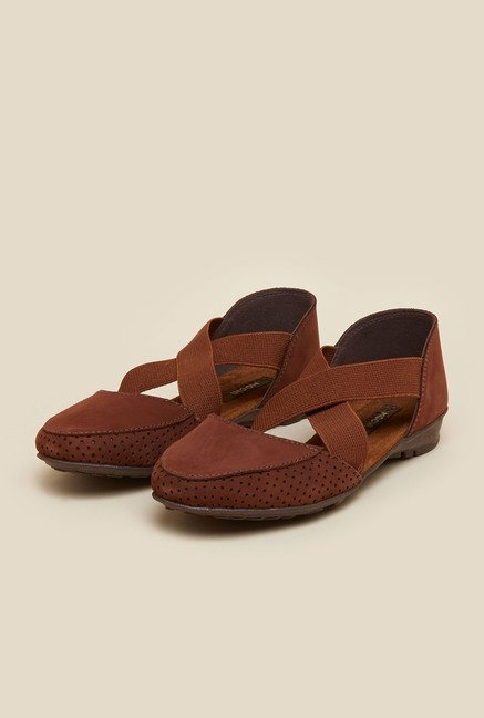 Mochi Brown Cross Strap Sandals