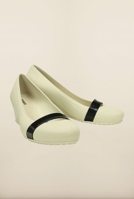 Crocs Brynn Off-White & Black Pumps