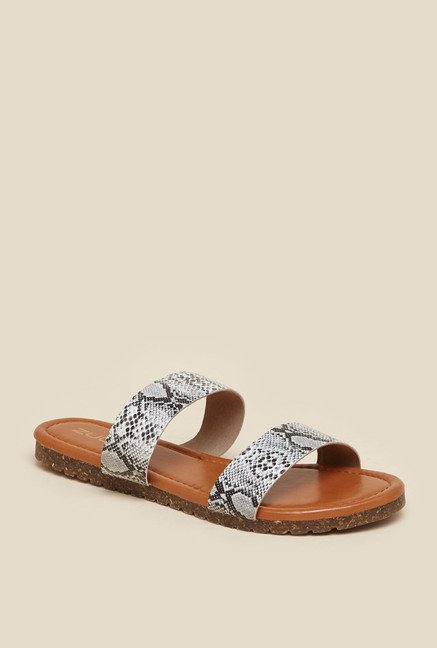 Zudio White & Black Flat Sandals