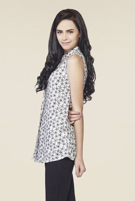 AND White Printed Daisy Blossom Top