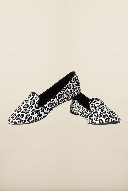 Van Heusen White & Black Ballerinas