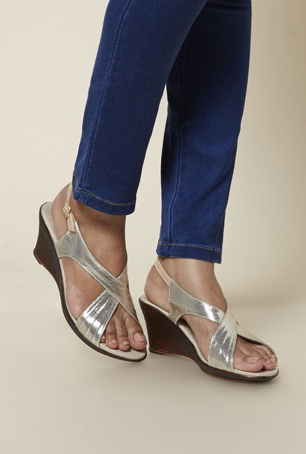 Zudio Gold Wedge Sandals