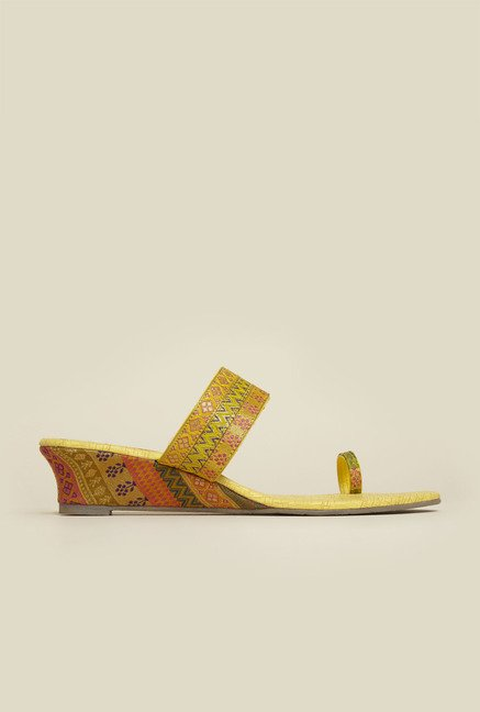 Metro Yellow Ethnic Sandals