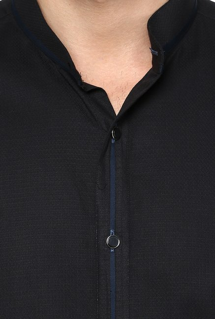 Turtle Black Textured Party Shirt
