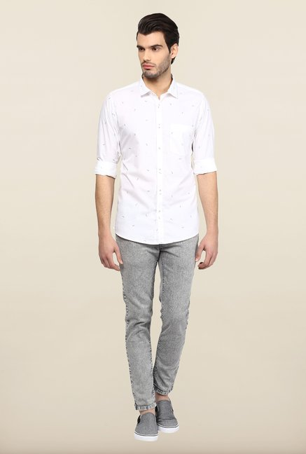 Turtle White Printed Slim Fit Casual Shirt