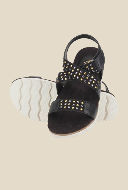 La Briza Black Cross Strap Sandals