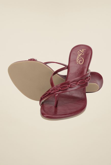 La Briza Maroon Toe Ring Sandals